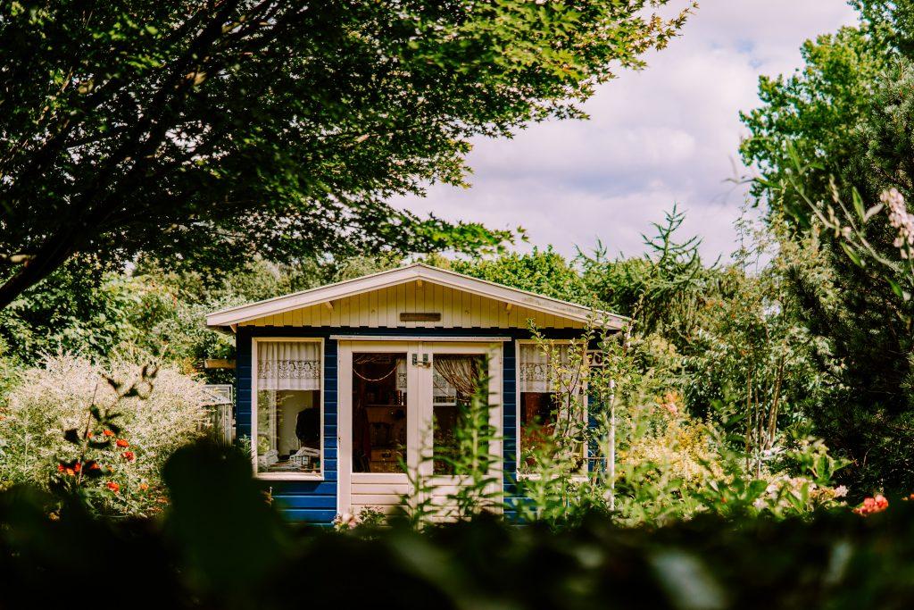 una casa minimalista es un buen foco de ahorro
